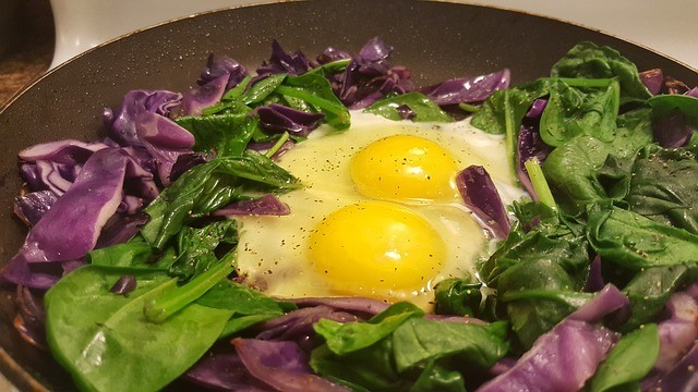 Paleo Diet - Spinach & Eggs